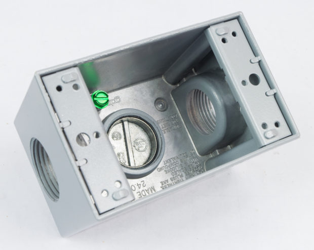 Figure 9 – Plug in the bottom of the receptacle box