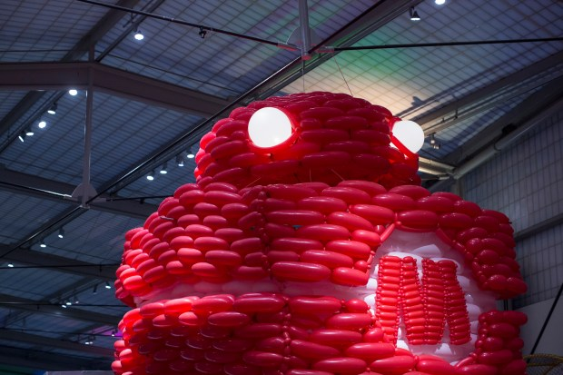 Airigami's 3,000-balloon Makey robot, complete with light-up eyes, is taking shape!