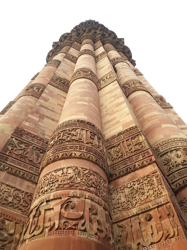 calligraphy_on_qutb_minar_madan-inamdar