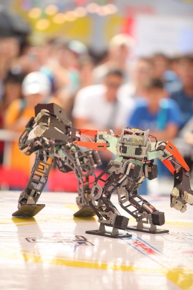 Seeed Studio sponsors Chaihuo Maker Space, who, along with the Taiwan Robot Combat League, attracted 16 teams from all over Asia to compete at Maker Faire Shenzhen 2016.