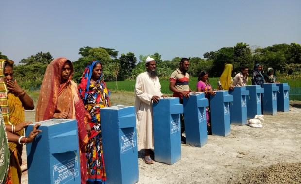 Hands_On_BioSand_Filter_Training_in_Bangladesh (1)