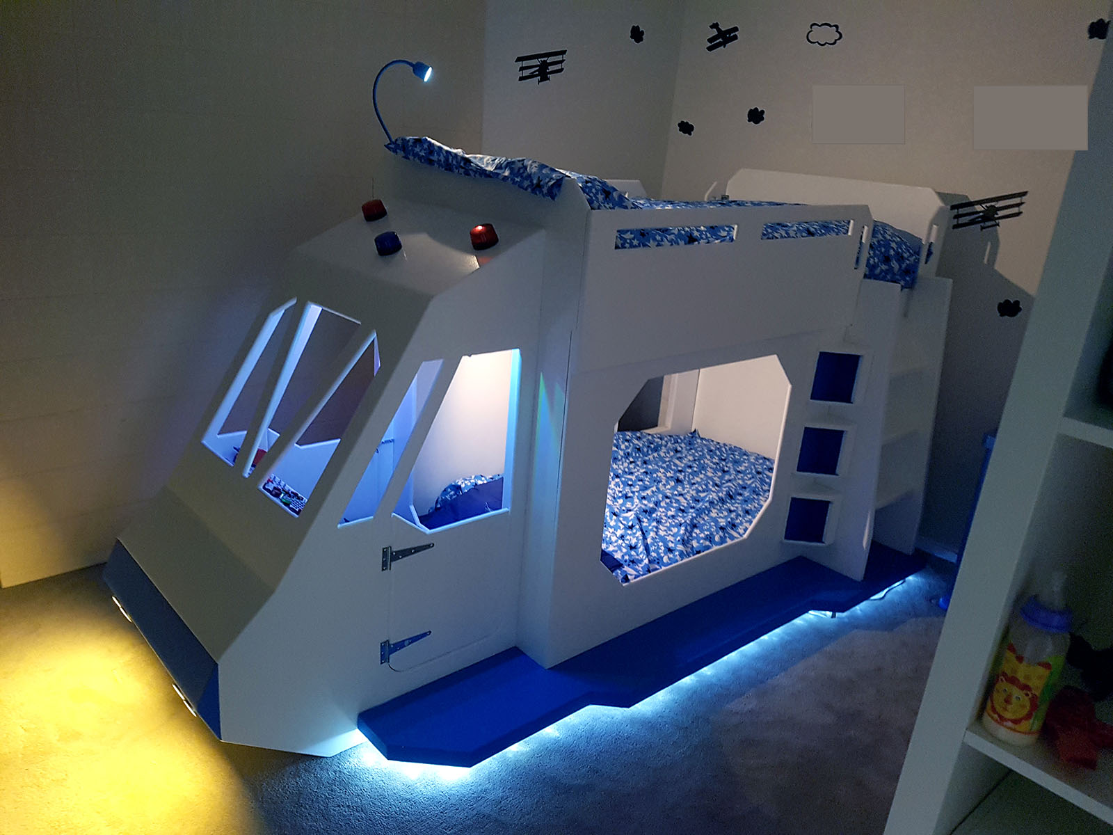 How To Decorate A Large Bedroom This Dad Goes Above And Beyond With A Space Ship Bunk Bed