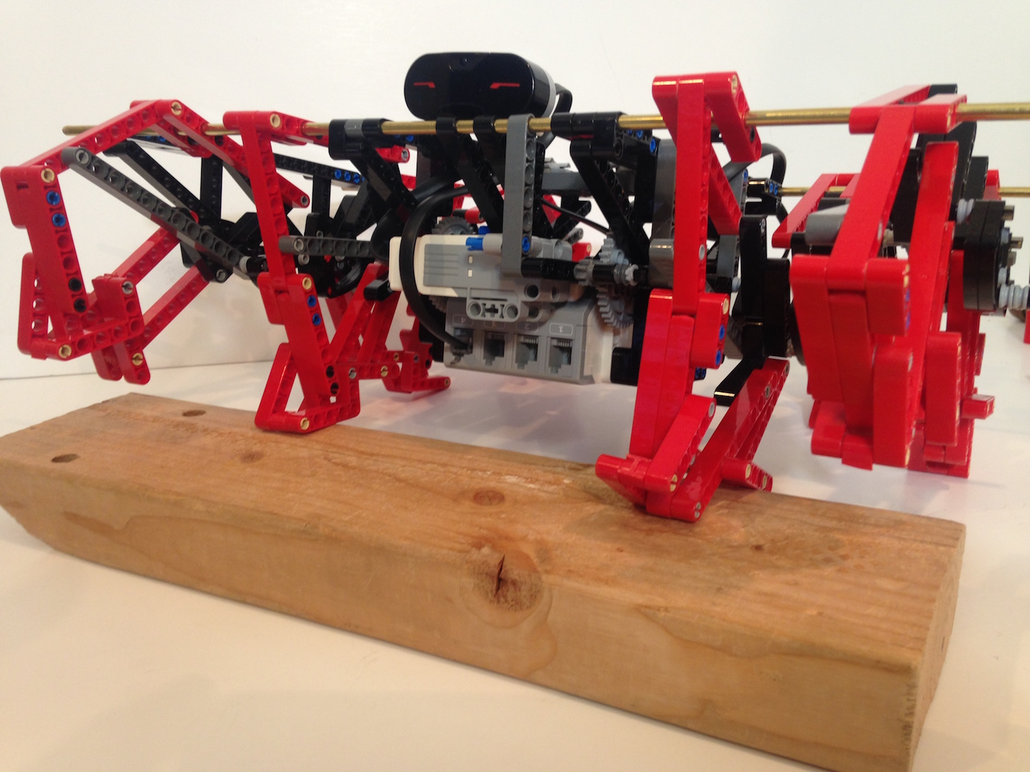 A Galloping Horse Inspired These Lego Mindstorms Trotbots
