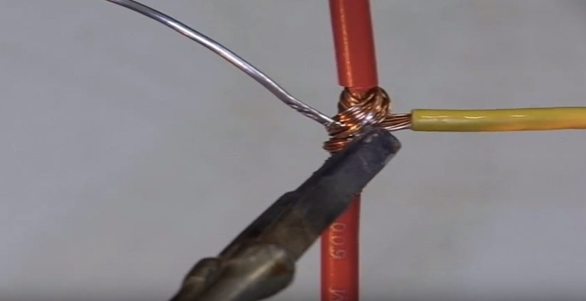 Tips of the Week: Wire Splicing, Table Saw Router, and Flea Market Brainstorming