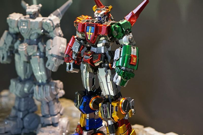 This Week in Making: Voltron DIY Kit, Fidget Spinner Nails, and More