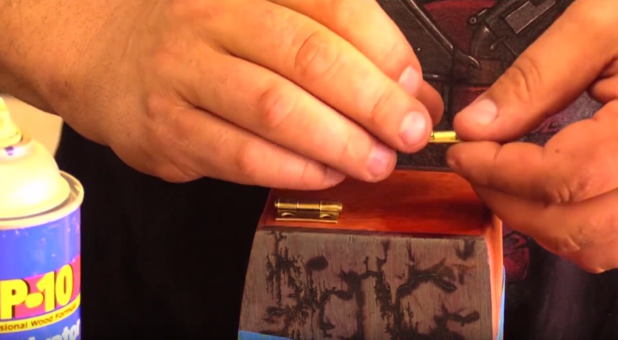 Tips of the Week: Gluing Hinges, Organizing Hardware, and Screen Printing with Wood Glue