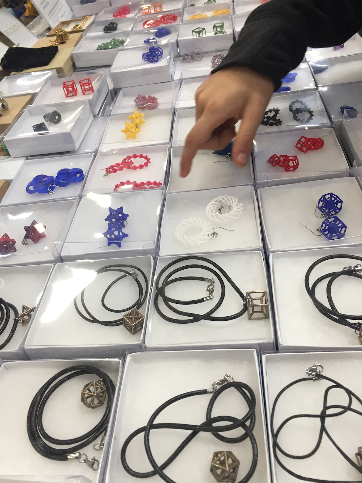 Live Updates From Maker Faire Bay Area 2018 Make Flying Hobby Sharing Agic Print Printing Circuit Boards With 3d Printed Jewelry Was On Sale Unique Geometries Kitty 354pm