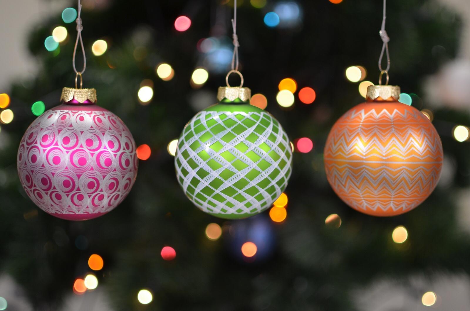 Enjoy The Hypnotizing Motion Of These Stroboscopic Ornaments