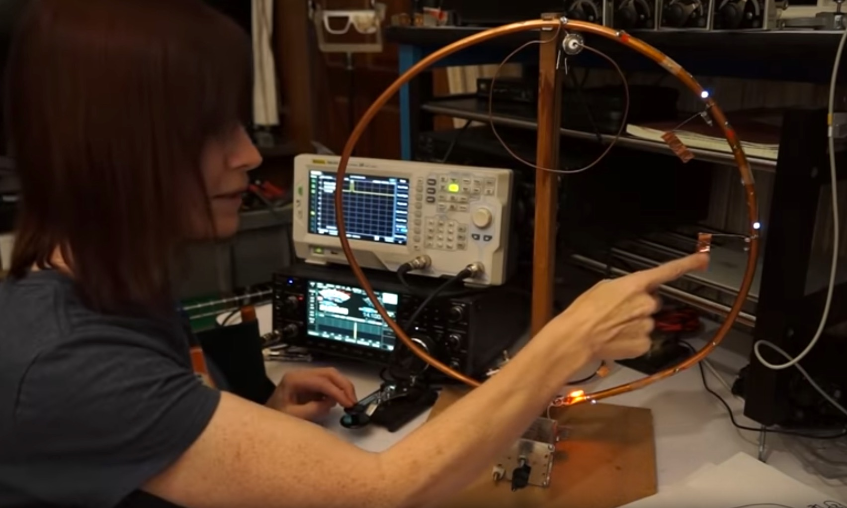Visualizing How Current and Voltage Behave in a Mag Loop Antenna | Make: