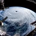 台風21号が西日本を襲う。死者8名。関西空港は孤立。