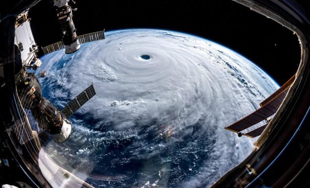 NASAの日本の台風の写真