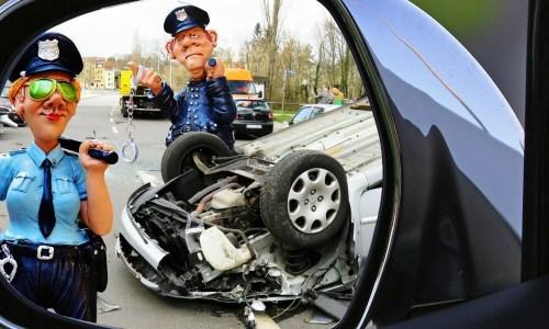 警察官のフィギアの画像