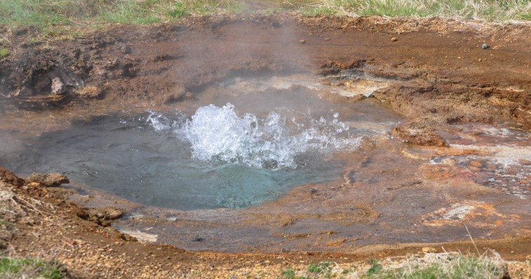 small hotspring bubbling_edited