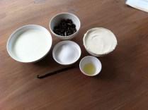 De ingrediënten voor het oreo-kaas mengsel