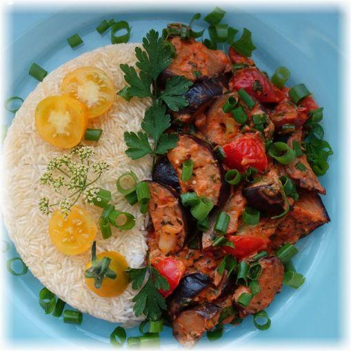 Reisgericht mit Auberginen und Tomaten