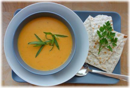 Kürbis-Schwarzrettich-Suppe mit Matzen