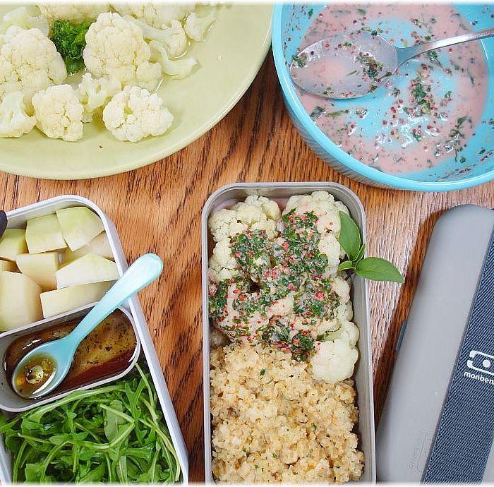 schnelle Lunchbox mit Bulgur, Blumenkohl, Kohlrabi und Rucola in der Monbento Classic Box