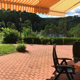 Meine große Terrasse mit Blick auf den Bergsee in Güntersberge!