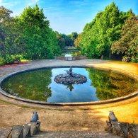 Schlosspark mit Bassin