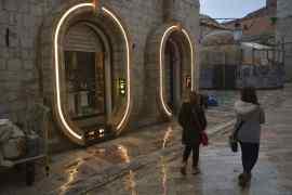 Star Wars VIII Set Lights - The Star Wars: Episode VIII Dubrovnik set has gone neon