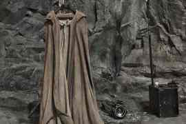 LUKE CAPE VIII - Rian Johnson shares a photo of what looks like Luke Skywalker's cloak