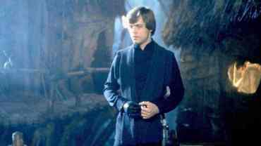 7 Luke 1536x864 938892777636 - Did SWCT show us our first look at Luke Skywalker's final costume in Star Wars: The Last Jedi?