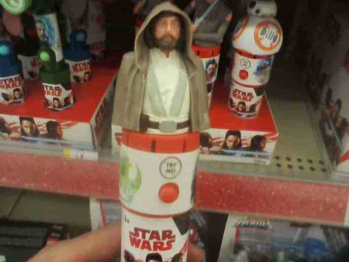 IMG 6103 - Candy dispensers reveal new dialogue from Star Wars: The Last Jedi