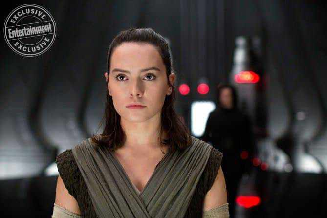 IMG 7028 - Entertainment Weekly drops several new photos from Star Wars: The Last Jedi!