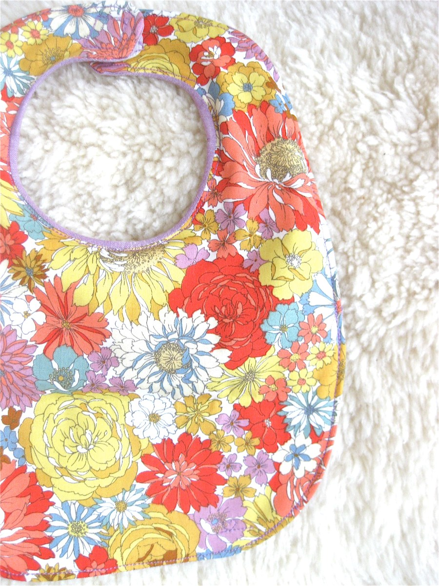 Super Cute Baby Bib - Tutorial!