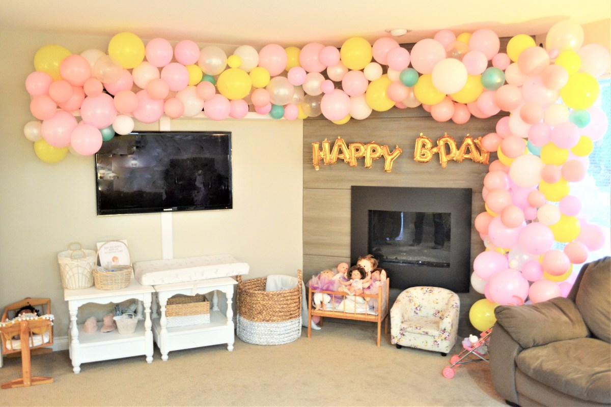 Baby Doll Party Theme - balloon arch