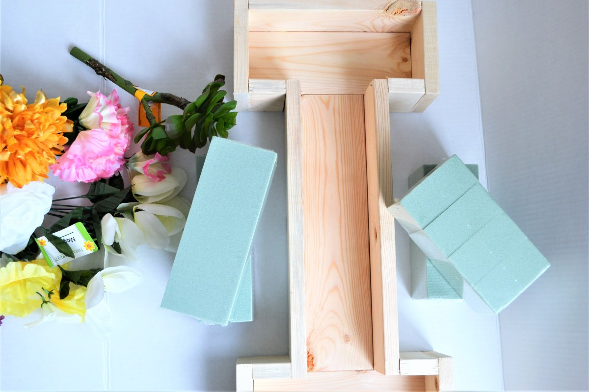 "DIY Wooden Floral Letter ""I"" Tutorial - supplies"