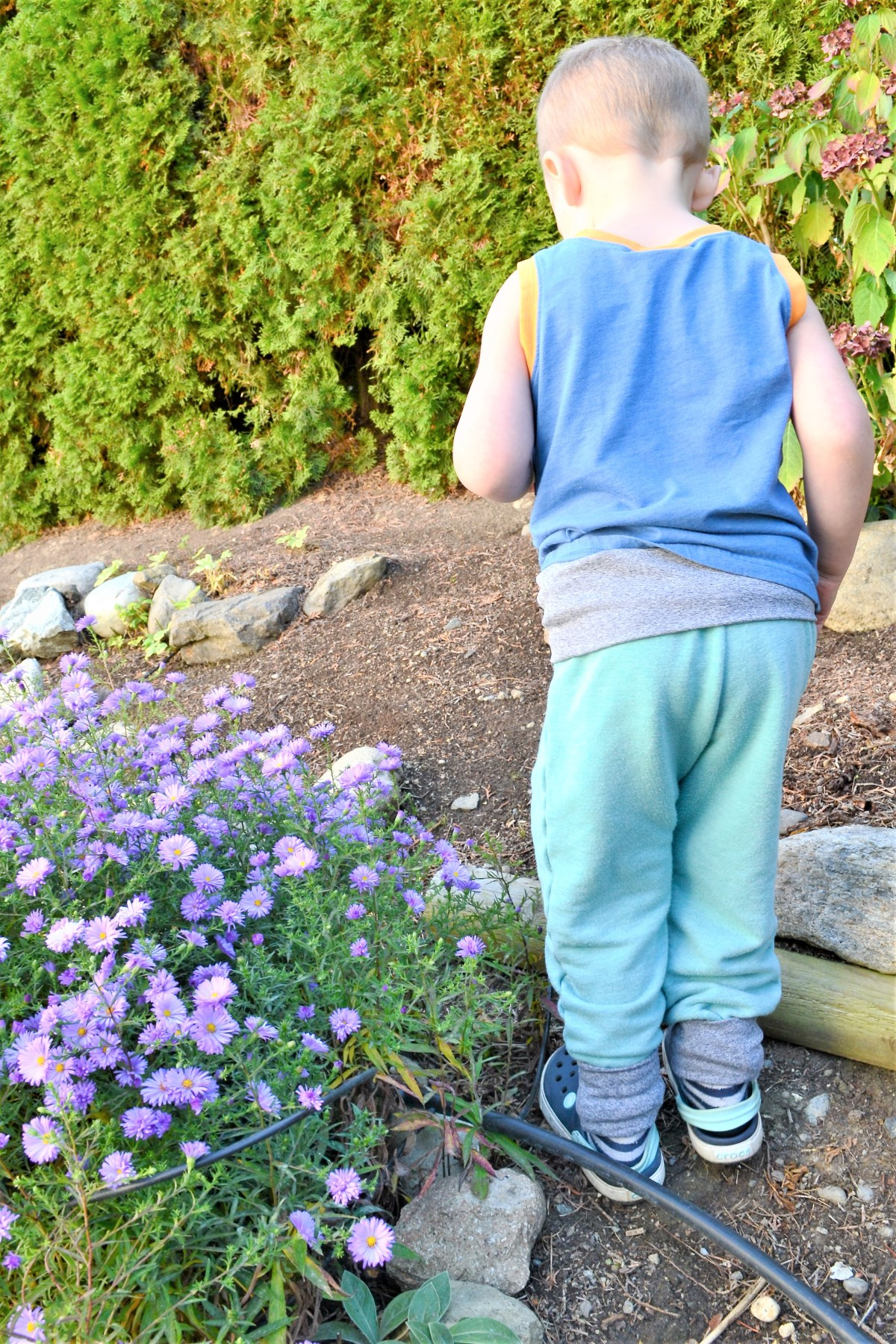 Toddler Boy Grow-With-Me-Pants Tutorial - compleated back side