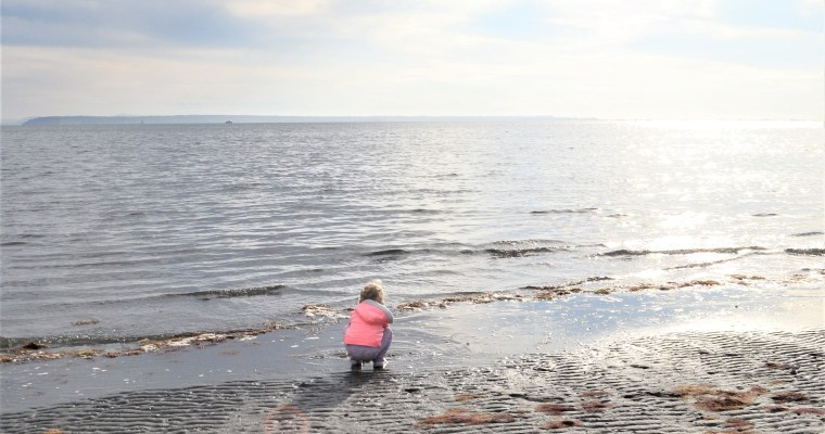 Crescent Beach Adventure – Ivy's First Time Seeing The Ocean!