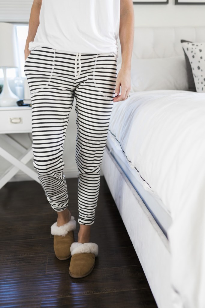 10 Free Women's Comfy & Stylish Pant Sewing Patterns - Round up - Lounge Pants Tutorial - from Merrick's Art