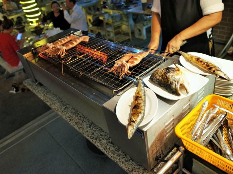 ムーカタ 秋刀魚や鮭頭は焼いてくれます