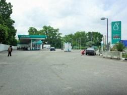 マレーシア国境 ATMのあるガソリンスタンド