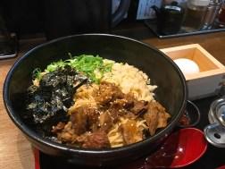 神戸肉そば灘八のすじ香露まぜそば大盛980円