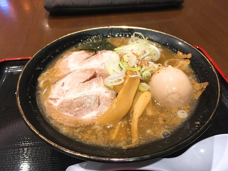 六厘舎の特製豚骨醤油ラーメン950円