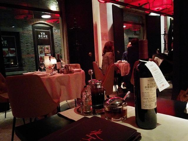 夜上海のワインボトル