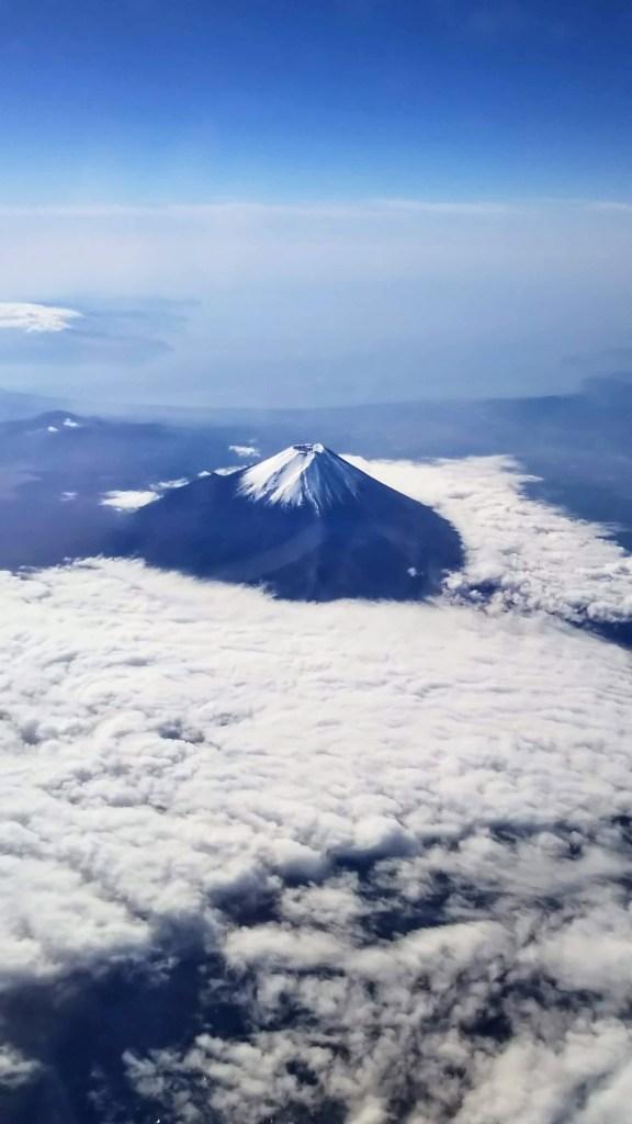 飛行機からの富士山写真