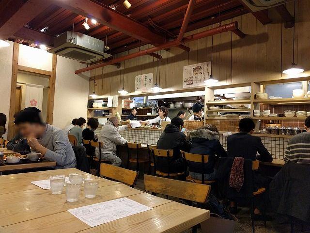 梅山鉄平食堂の店内