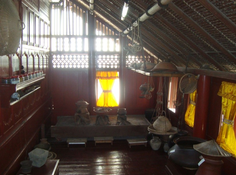 bagian belakang rumah adat nad
