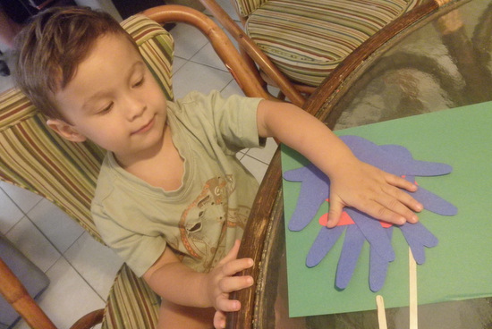 Tracing hands for toddler craft