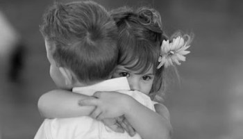 Three Ways To Celebrate National Hug Day 2014