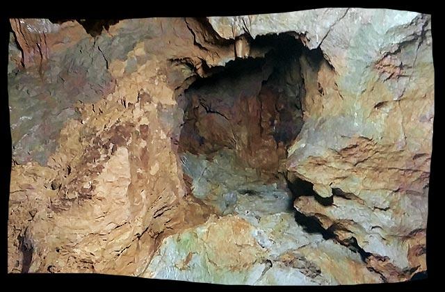 神秘的な洞穴