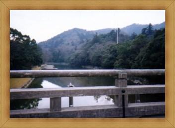 伊勢神宮の入り口の橋から