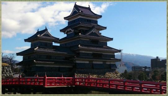 松本城入り口近くから一枚目