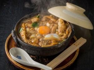 名古屋飛行場の記事で紹介する味噌煮込みうどん