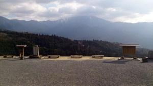 馬籠宿の展望台からの恵那山