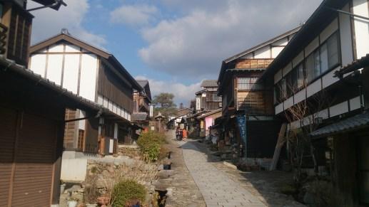 馬籠宿の坂道02